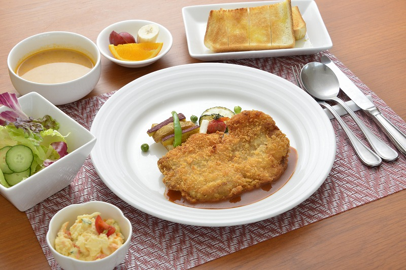 鶏モモのカツレツ 890円